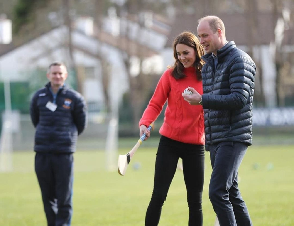 Kate Middleton in maglione rosso cozy