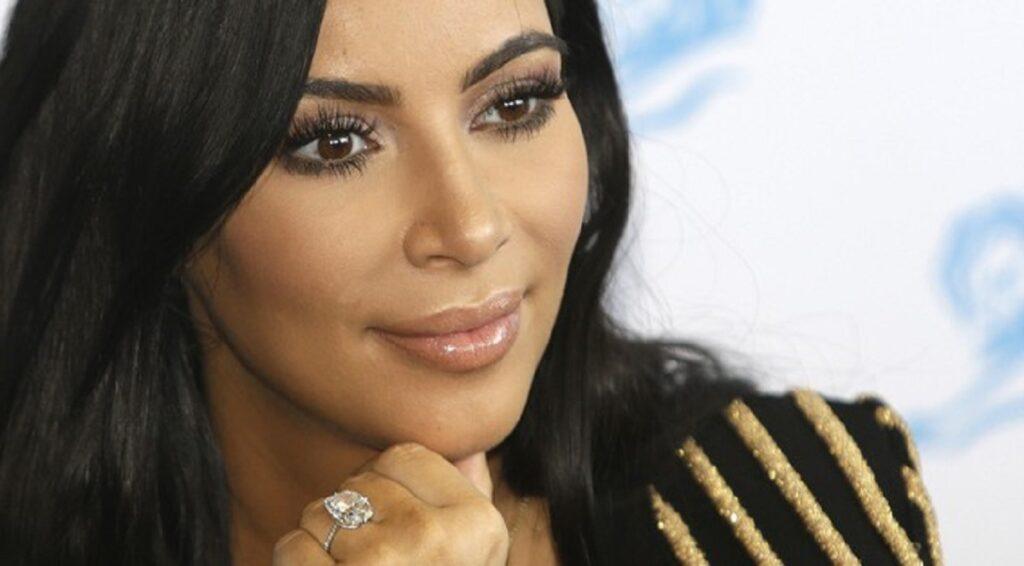 La crema contorno occhi amata da Kim Kardashian