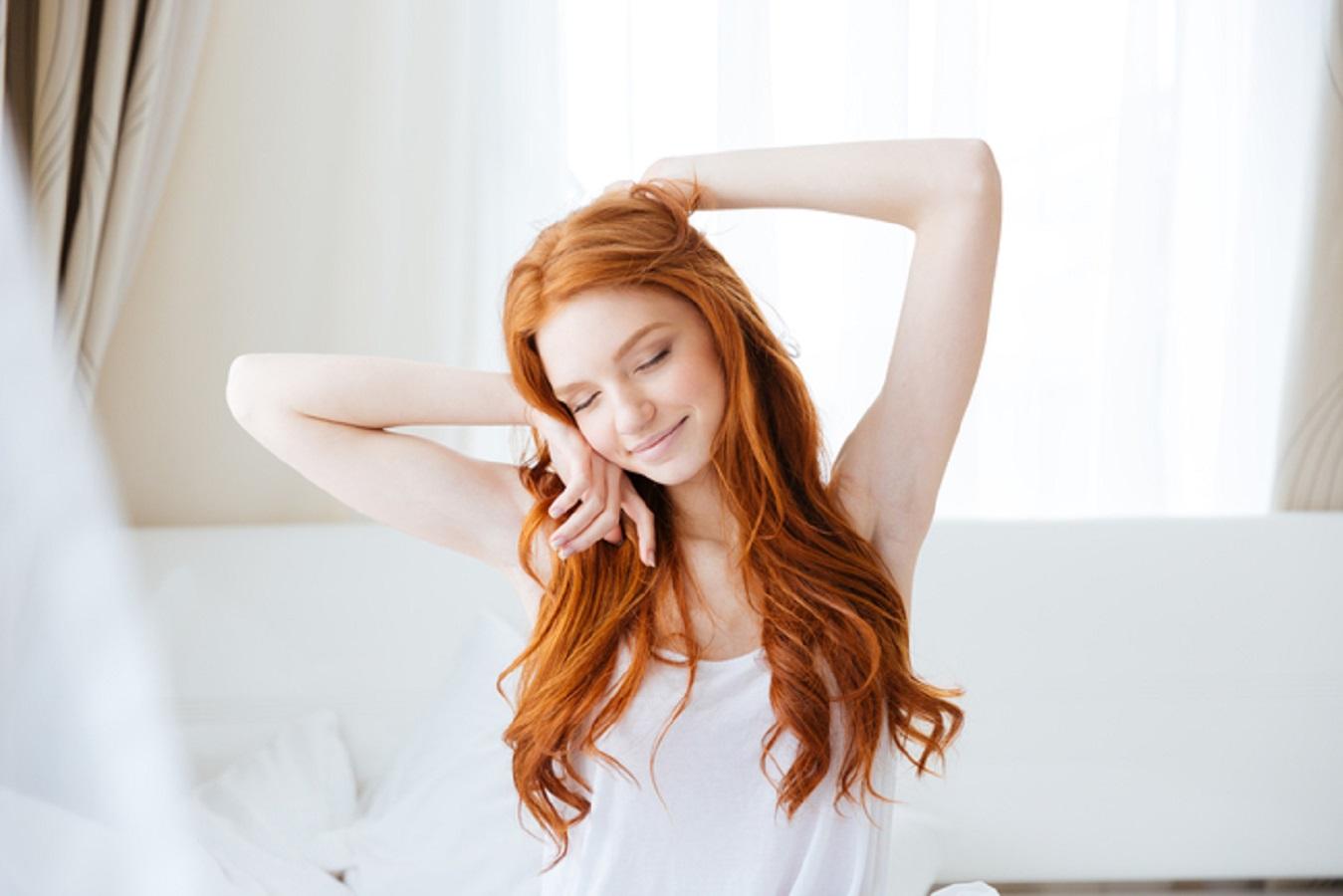 Dormire con il partner migliora il sonno: odore rassicura