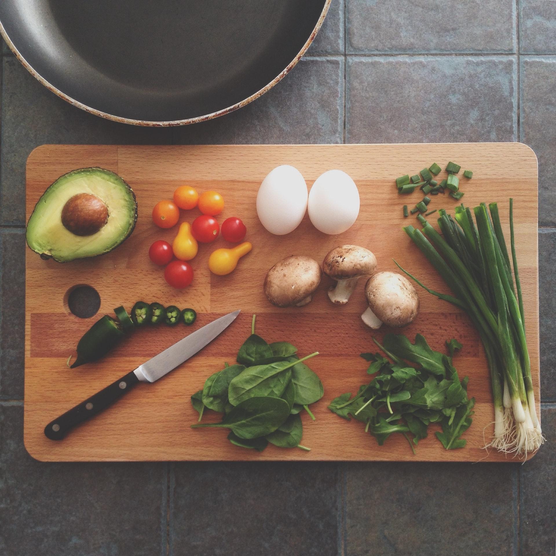 tagliere con alimenti