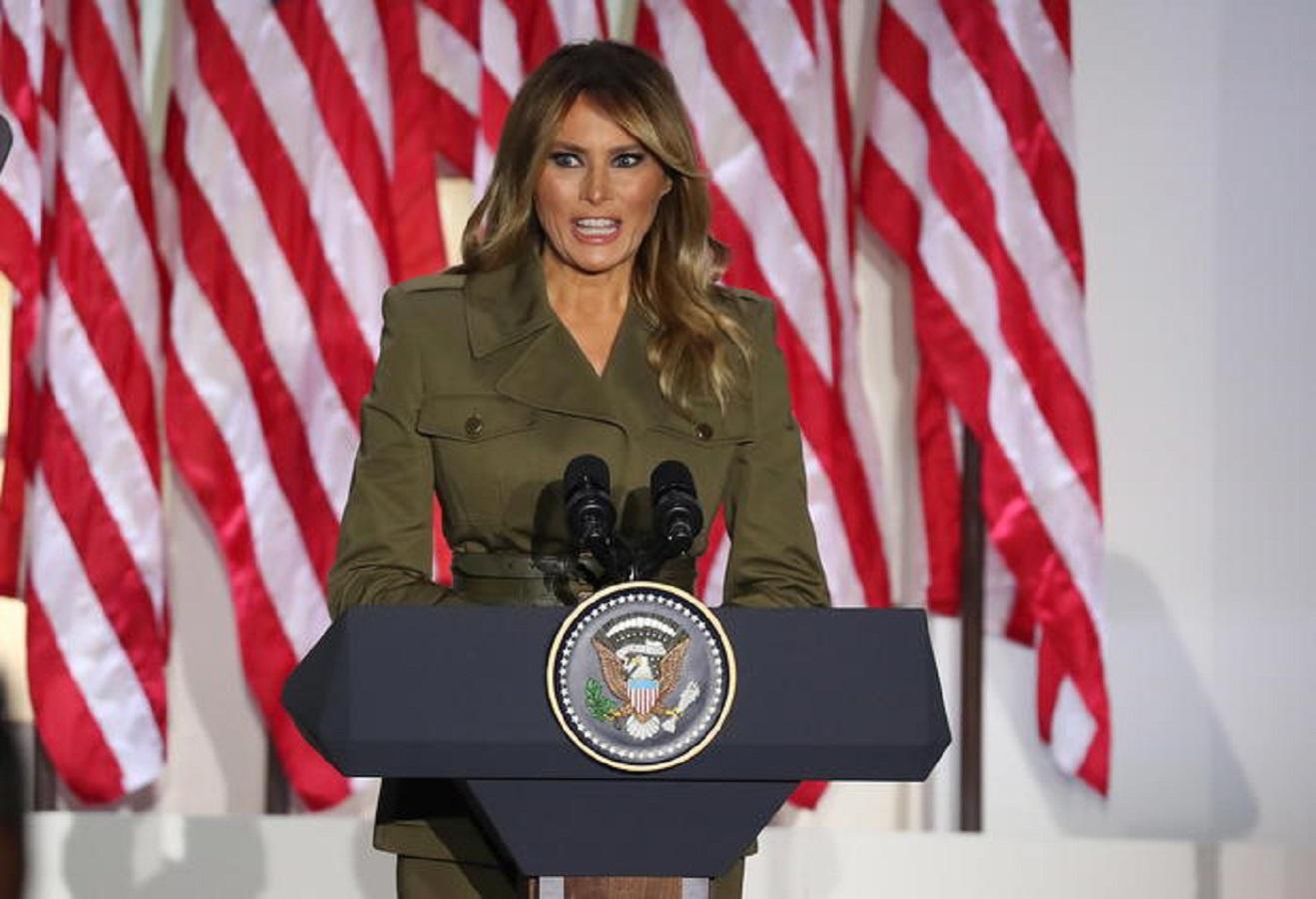 Melania Trump, il look militare non convince: sui social scatta l'ironia