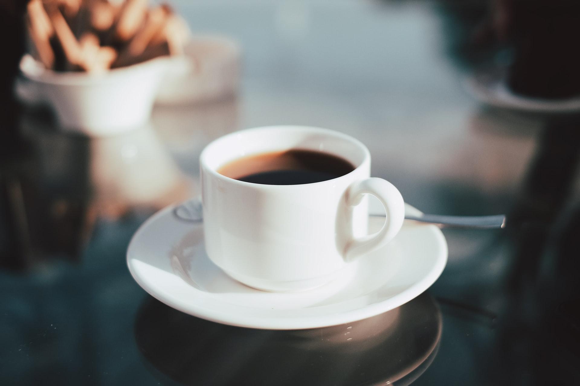 Il caffè non fa battere il cuore (in senso negativo). Lo studio