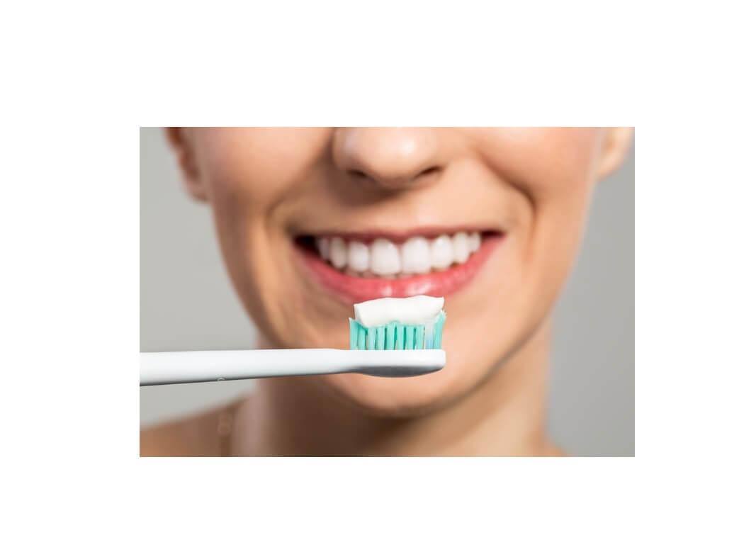 Coronavirus, lavarsi i denti potrebbe aiutare contro contagio
