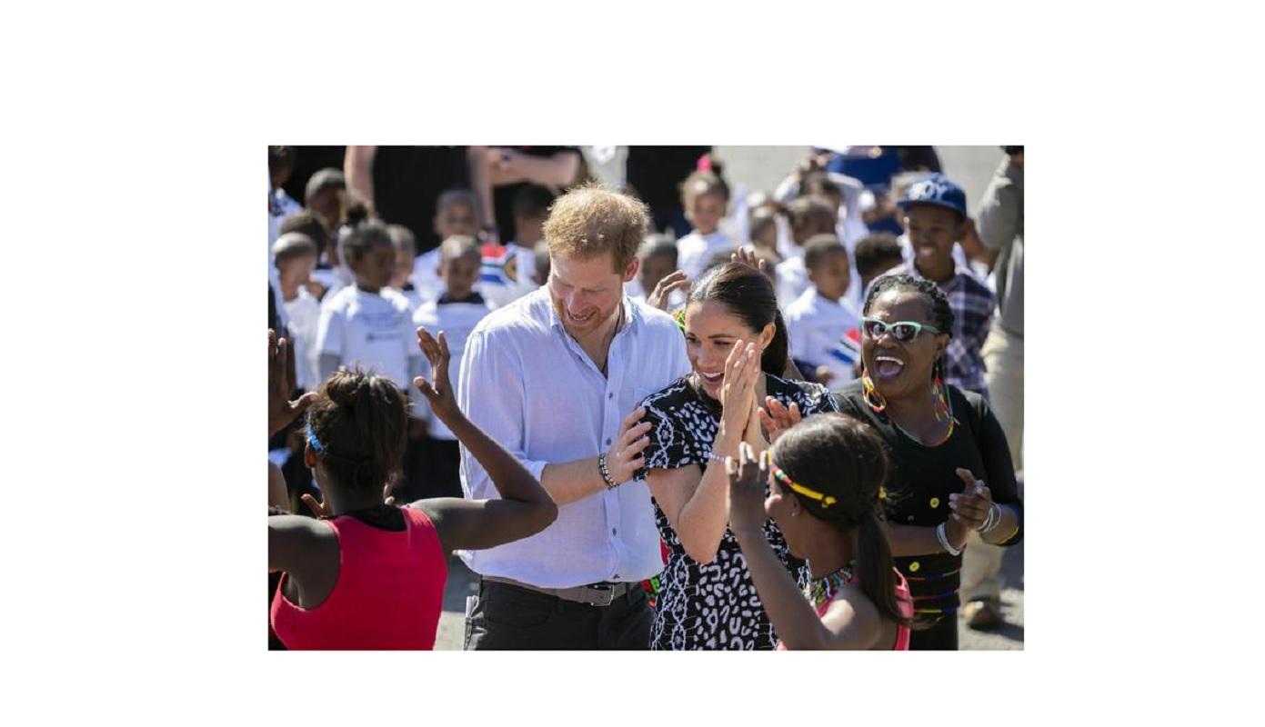 Harry e Meghan, il piano segreto della regina per mandarli in Africa