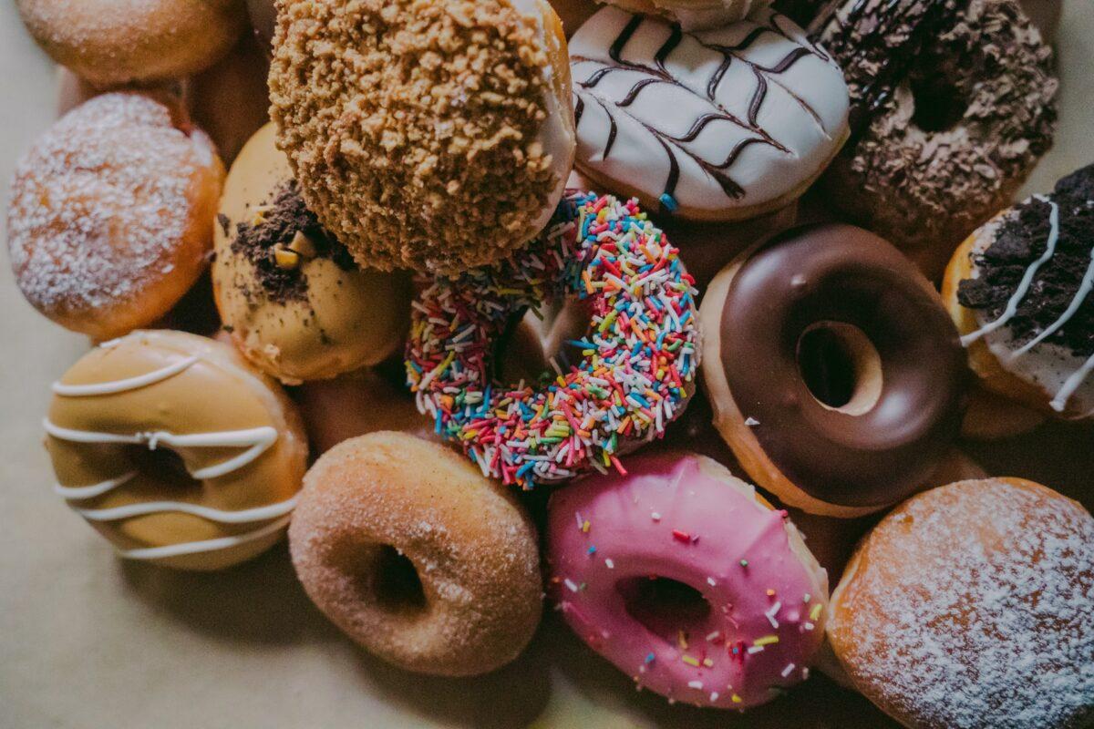 Mangi troppo zucchero? 3 possibili segnali