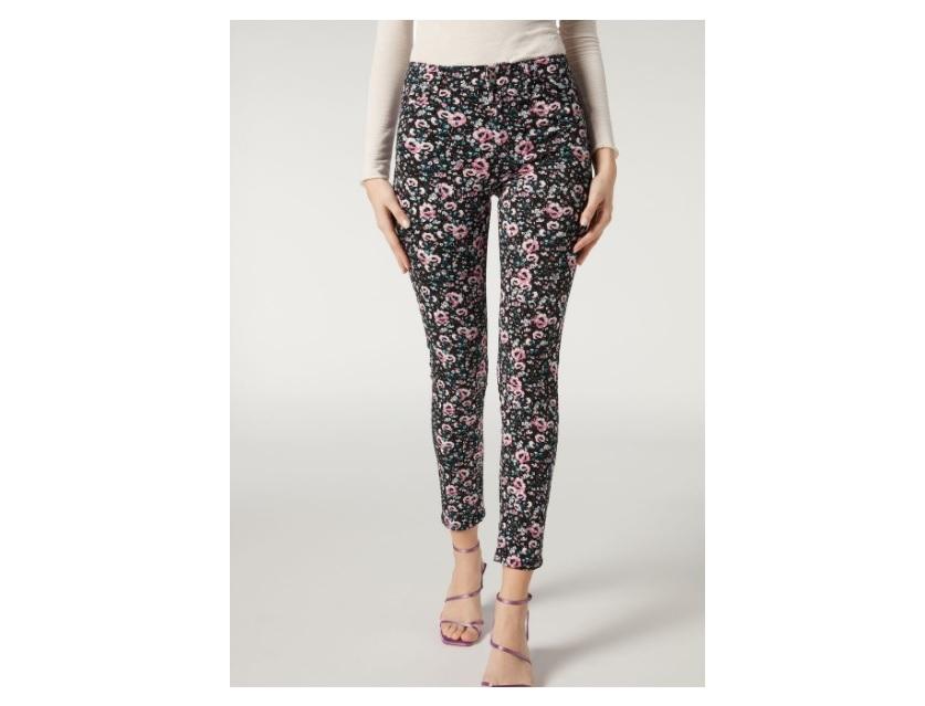 I jeans a fiori Calzedonia per la primavera 2021