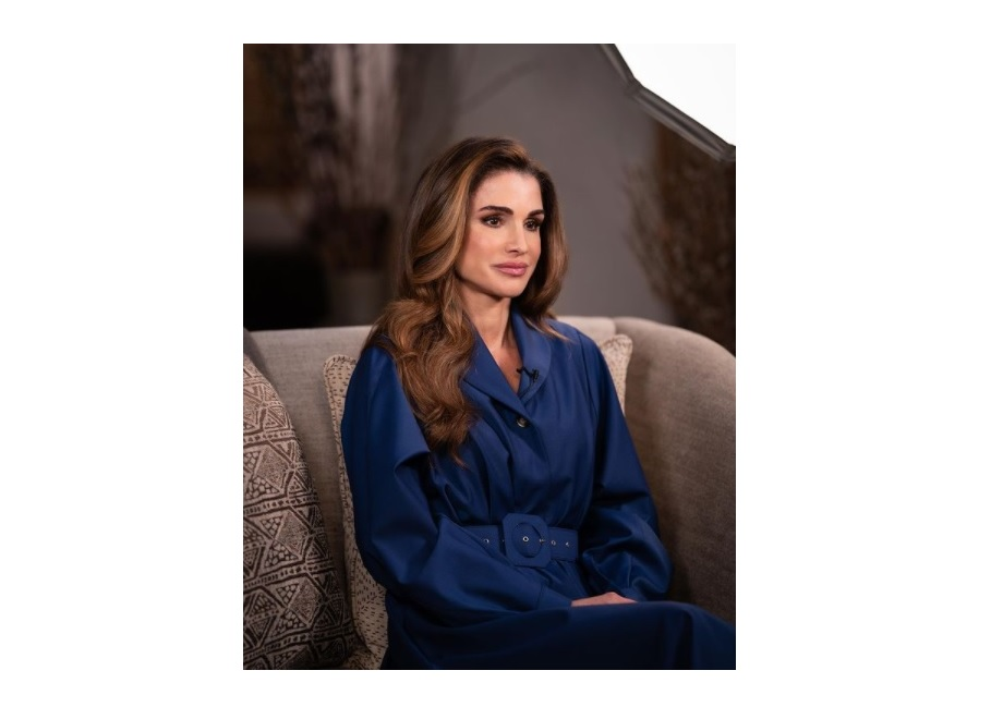 Rania di Giordania sdogana la moda georgiana con l'abito Liya