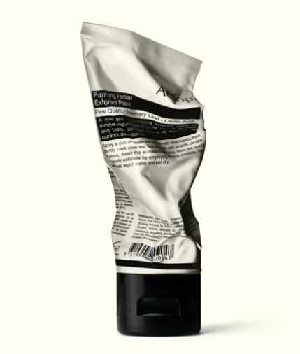 Questo esfoliante viso al quarzo rigenera la pelle all'istante