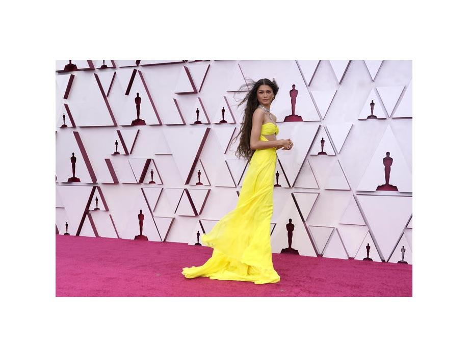 Oscar 2021, da Zendaya a Vanessa Kirby: i look più belli
