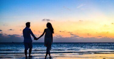 coppia che passeggia