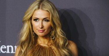 Paris Hilton usa questo siero viso all'acido ialuronico da 158 euro