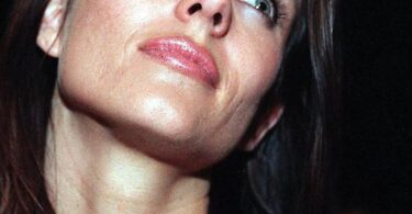 Elizabeth Hurley usa questo siero viso dal 1995