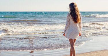Caldo, vacanze e ciclo mestruale: le interferenze e i vantaggi (sessuali)