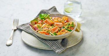 pasta integrale con salmone e verdure