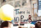 cartello non c'è un pianeta B
