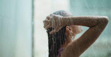 fare una doccia calda